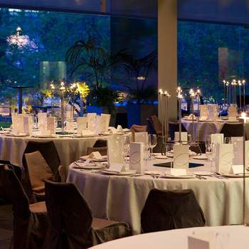 Sus modernas  instalaciones así como sus excelentes vistas al parque interior de L'illa Diagonal, hacen de este lujoso hotel en Barcelona un lugar ideal para celebrar tu boda. Además, podrás degustar los platos ofrecidos por su experimentado chef.