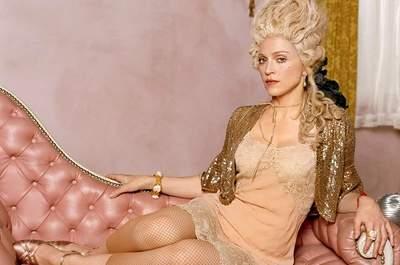 La Regina del Pop Madonna reinterpreta la Regina di Francia Marie Antoinette, in uno shooting di Steven Klein del 2004