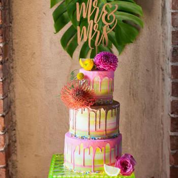 Drip Cakes: já ouviu falar? São bolos de casamento de darem água na boca! | Créditos: Petersen Design   & Photography