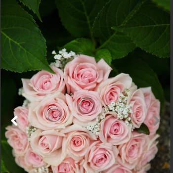 Bouquet de mariée fleurs roses Le Jardin de Casamance