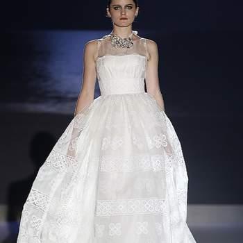 Beaucoup d'allure pour cette robe Jesus Peiro 2013. Photo : Barcelona Bridal Week