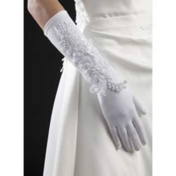 Gants de mariée Allison. Crédit photo : Mariage-pronoce