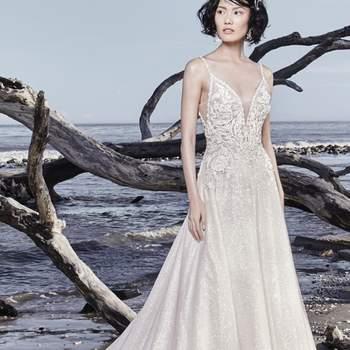 """<a href=""""https://www.maggiesottero.com/sottero-and-midgley/chad/11528"""">Maggie Sottero</a> <br> Cette robe de mariée trapèze scintillante est faite de tulle orné de motifs en dentelle perlée, qui la rendent très féminine."""