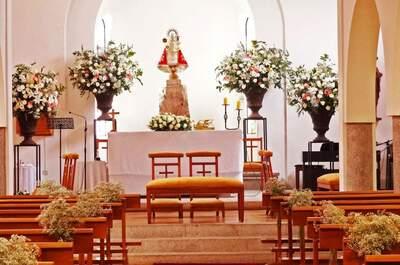 Romántica decoración floral para la boda en la iglesia