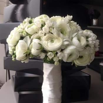 """<a href=""""https://www.zankyou.pt/f/bloom-flores-eventos-porto-550570"""" target=""""_blank""""> Bloom Flores & Eventos </a>"""
