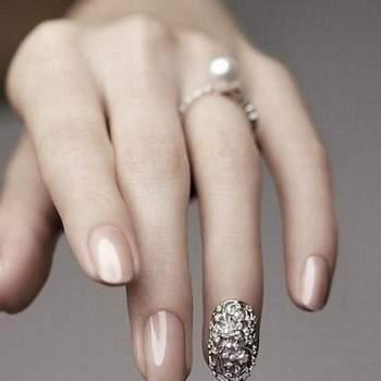 Toda noiva quer estar impecável no dia do casamento. Inspire-se nestas sugestões de unhas, das tradicionais às chamativas!