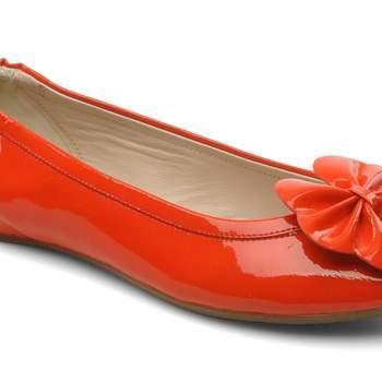 Ballerine couleur Coral Patent, de Poppy L.K Benett (existe en jaune). Source : sarenza.com