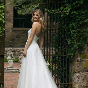 Modelo 44046, vestido de novia con escote sirena