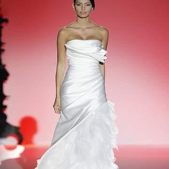 Robe de mariée bustier avec ravissant jeu de drapé. Photo : Barcelona Bridal Week