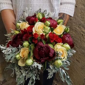 Bouquet de mariée fleurs rouges Oya Fleurs