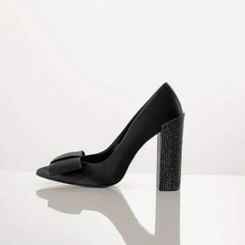 """Se o vestido de noiva é importante, o sapato é igualmente especial. Além de confortável, tem que ser lindo para compor o look mais importante de todos! Veja os maravilhosos sapatos Rosa Clará 2012.  <a href=""""http://zankyou.9nl.de/ijc8"""" target=""""_blank"""">Descubra a nova colecção 2015 de Rosa Clará</a>"""