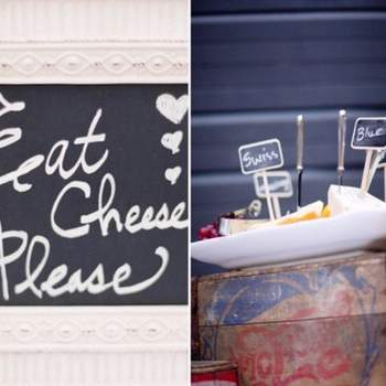 Pizarras o tableros para acompañar las bodas rústicas al aire libre.