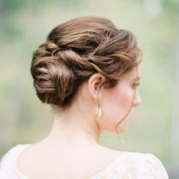 Cabelo de noiva preso   Credits: Rebecca Hollis Photography