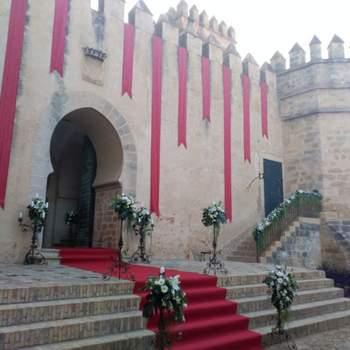 Foto: Castillo de San Marcos | El Puerto de Santa María (Cádiz). El castillo dispone de dos patios, una bodega y un salón privado (la mezquita) de los que podréis disfrutar para realizar la boda, solo alquilando el espacio para el gran día. Os rodeará todo el encanto de la historia, ya que es fortaleza del siglo XIII, edificada por Alfonso X El Sabio sobre restos de la antigua mezquita de Al-Qanatir.
