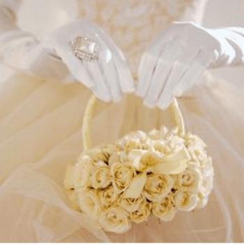 Este ramo funciona también como una canasta, ideal para una boda romántica. Foto de matrimonioperfettoblog