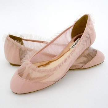 Ballerines rosées avec un peu de tulle : un modèle Badgley Miscka ultra féminin et délicat. Source : Badgley Miscka