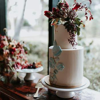 Dê asas à imaginação para bolos de casamento originais, mas cheios de classe e elegância | Créditos: Açúcar À La Carte