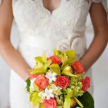 Bouquet de mariée corail - Crédit photo: Mariage Original