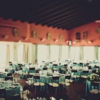 La couleur turquoise donne une touche raffinée à la décoration. Elle s'associe à merveille avec du marron. Crédit photo : Fran Russo