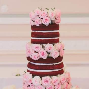 Naked Cake. Bolo: Vintage Cake Company | Foto: Paperkite Photography | Flores: Atelier Teresa RibeiroNaked Cake. Bolo: Vintage Cake Company | Foto: Paperkite Photography | Flores: Atelier Teresa Ribeiro