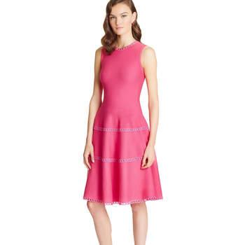 Silk-wool guipure banded dress. Credits: Oscar de la Renta