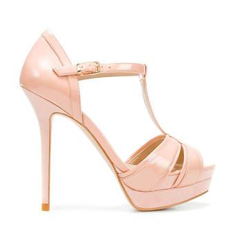 Sandales à semelles compensées. Source : Zara