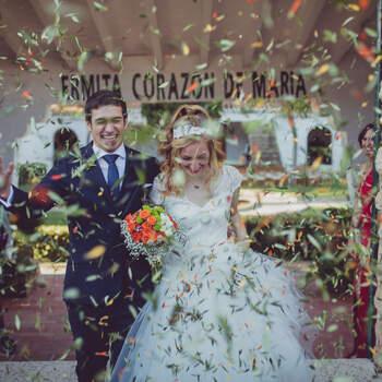 Salida de los novios de la ceremonia | Foto: McClure Fotografía