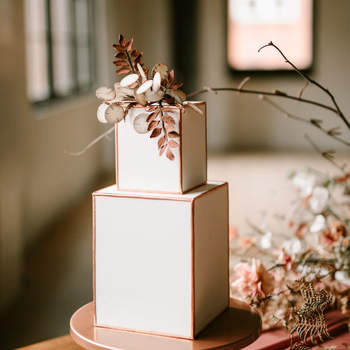 Inspiração para bolos de casamento quadrados | Créditos: Tiarra Sorte Photography