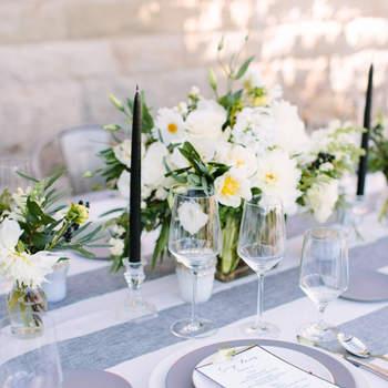 Mnatel de rayas giris y blanca. Credits: Megan Clouse Photography