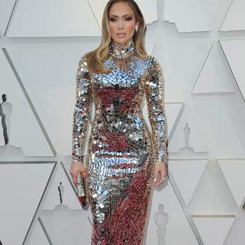 Jennifer Lopez brilhou (literalmente) com este modelo de Tom Ford / Cordon Press