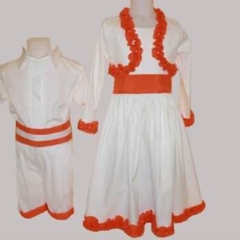 Ravissante robe froufrou blanche et orange pour petite fille d'honneur.