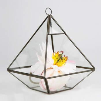 Pirámide decorativa- Compra en The Wedding Shop