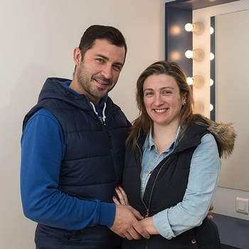 """Tânia Silva e Orlando Antunes, com 30 e 34 anos, respetivamente, casam pelo religioso. Os peixeiros de  Alcântara  consideram que o seu amor é """"para sempre""""."""