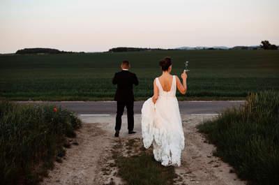 Beata i Damian zdecydowali się na zdecydowanie wyjątkowe wesele! Pałac, suknie w kwiaty i romantyczny papieros!
