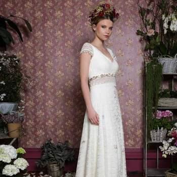 Robe de mariée intemporelle modèle Coquelicot - Crédit photo: Elsa Gary