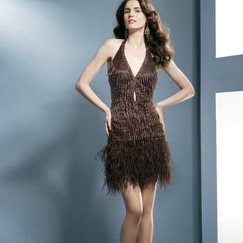Ultra glamour cette robe de cocktail Demetrios 2012. Un modèle aussi original qu'élégant ! Demetrios 2012