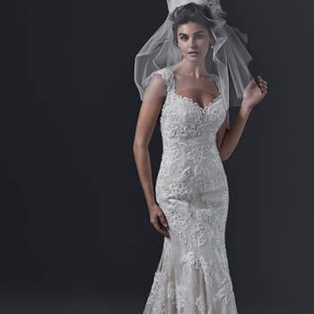 """A definição de romance puro é encontrada neste vestido de noiva """"fit and flare"""". Apliques de renda, bordados com pérolas e cristais Swarovski acentuam o decote coração e as mangas femininas. Um decote fechadura com tiras duplas nas costas fornece uma dose extra de drama. Finalizado com botões de cristal sobre o zíper. <a href=""""http://www.sotteroandmidgley.com/dress.aspx?style=5SC630&amp;page=0&amp;pageSize=36&amp;keywordText=&amp;keywordType=All"""" target=""""_blank"""">Sottero and Midgley</a>"""