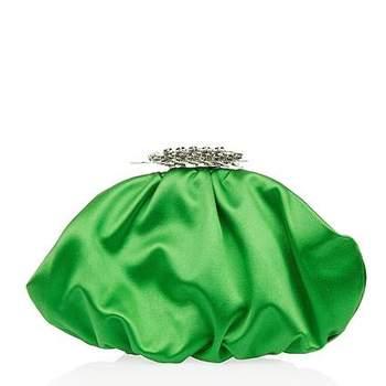 Bolsas clutch são tendência e fazem sucesso com as mulheres. Lindas e pequenas, são perfeitas para acompanhar um vestido de festa para um dia especial. Veja estes lindos modelos que selecionamos!