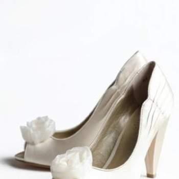 O sapato da noiva, além de confortável, tem que ser lindo. Se você gosta do estilo vintage, inspire-se na coleção Ruche de sapatos vintage.