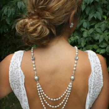 Um colar de pérola faz parte do look de noiva, mas se o colar for ainda mais especial como este, seu look ficará ainda mais top. Foto: Dream Day Design