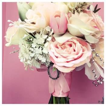 "<a href=""https://www.zankyou.pt/f/biju-bouquet-3116"" target=""_blank"">Biju Bouquet</a>"