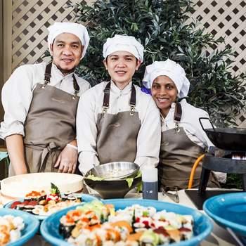Cocineros de los corners temáticos de comida internacional  Credits: Esif Fotografia