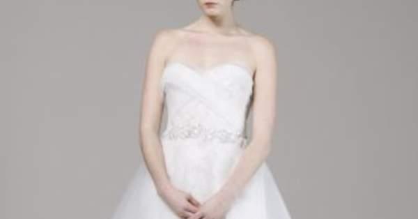 483cda91be35 I 5 migliori abiti da ricevimento corti dalla settimana della moda per la  sposa