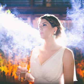 Essa é uma das minha fotos favoritas não só pela textura da fumaça, o contraste das cores, a invasão das luzes e a serenidade do momento...  O que mais me prende à ela é a soma de todos esses elementos, que remete a imagem de um anjo, de forma bela, poética e delicada.