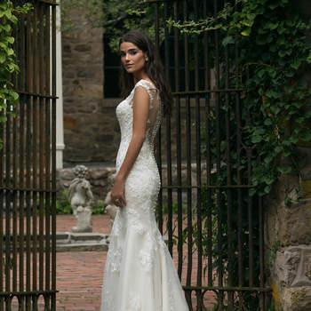 Modelo 44054, vestido de novia con falda con pliegues y escote corazón