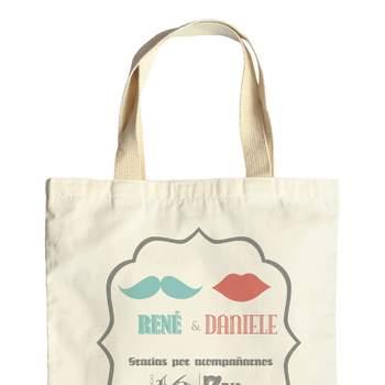 Mira esta bella colección de recuerdos de boda personalizados, cautivadoras bolsas de género, ideales para dar un toque especial a tu matrimonio.   Foto: Concepto Bodas