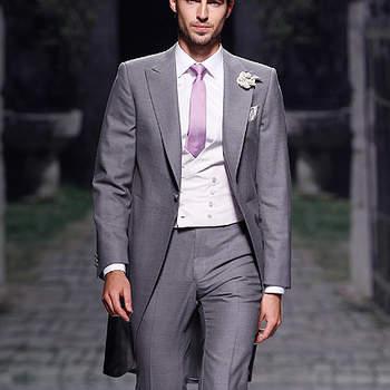 Chaqué en color gris con corbata y chaleco en tonos malva, de la colección de Victorio & Lucchino 2013 para novio. Foto: Barcelona Bridal Week