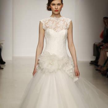 Vestido de novia corte princesa con falda de tul, incrustaciones de tela de organza en la cintura y escote con encaje chantilly