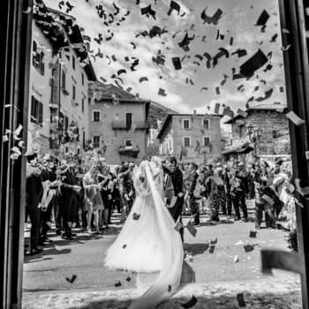 Massimo Rinaldi Fotografo:   Dal tradizionale riso, fino a a coriandoli o bolle di sapone, quando escono gli sposi è tradizione lanciare qualcosa.