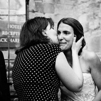 Le Jour J, l'émotion est au RDV. Prête ? Pensez au mascara waterproof et ayez un rouge à lèvres à portée de main ! .Photo: Kevin Mullins